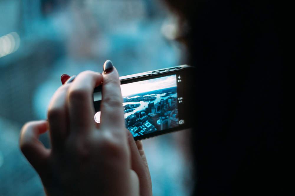 Sexting, Grooming, Cyber-Grooming, Cybergrooming, WhatsApp, SnapChat, Nacktbilder, Nacktfotos, Nacktvideos, Dick Pics, Schwanzfotos, Freundin, Freund, Jugendliche, Kind, Jugendlicher, Jugendstrafrecht, Jugendstrafe, sexueller Missbrauch, Jugendpornografie